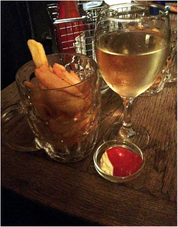 My favourite thing to order at the Hawley Arms, a pint of chips and a glass of wine - Camden Town, London England - Tily Travels.