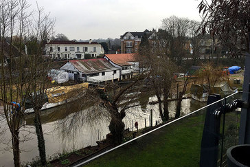 London's notorious wintery/ grey weather along the Thames in Weybridge - Tily Travels.