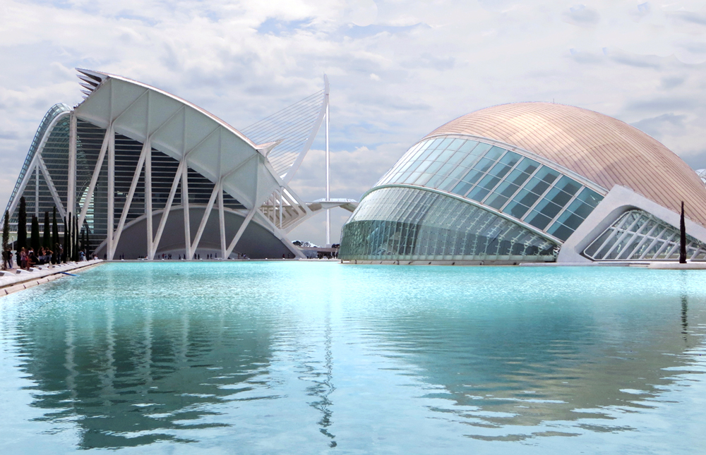 The futuristic architecture and turquoise water of L'Hemisferic, L'Umbracle and El Museu de les Ciencies Principe Felipe, City of Arts and Sciences, Valencia, Spain.