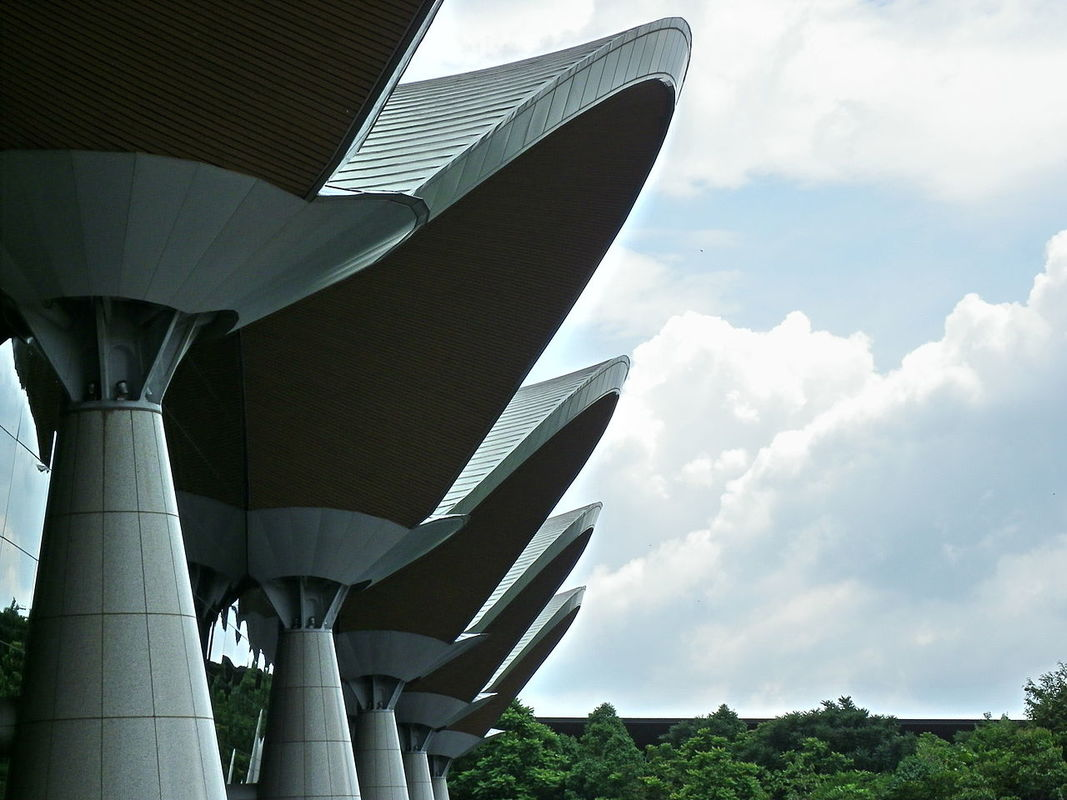 KLIA Main terminal architecture, Sepang, Malaysia. Source: Wikipedia