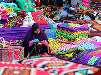 Bedouin weaving in Souq Waqif, Free Doha City Tour, Qatar