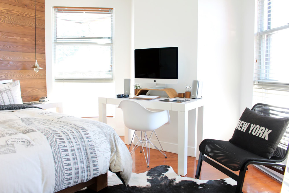 Ten Things You Have To Do Before Moving Abroad. Globe. New York City apartment, USA.