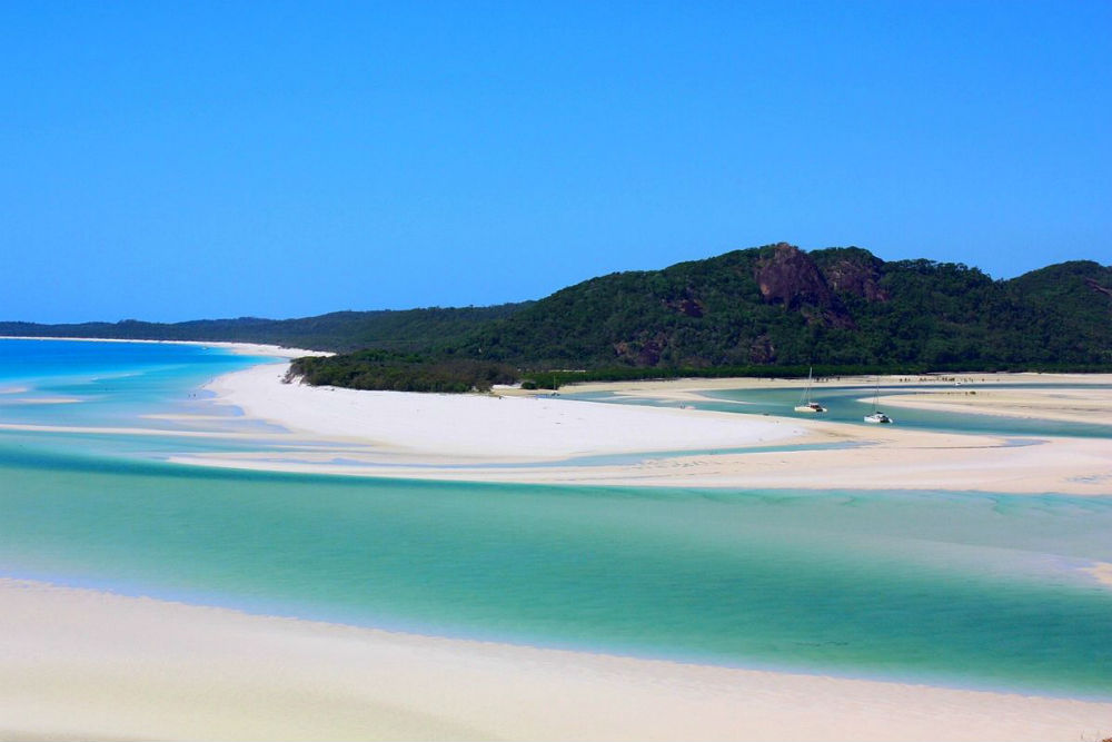 4 Incredible Islands to Visit in Australia - Whitehaven beach, Whitsunday Islands, Queensland, Australia.